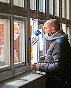 En région Auvergne-Rhône-Alpes, une mesure sanitaire radicale de tests généralisés a commencé