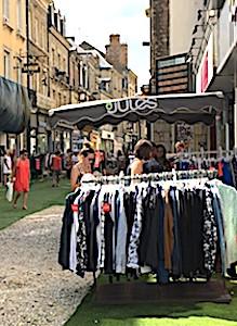 Une initiative à Clermont-Ferrand va permettre aux commerçants d'installer des étalages autorisés à l'extérieur de leurs boutiques.