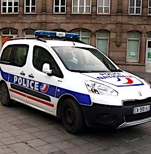 Actuellement, prendre des policiers pour cibles, en les agressant, se banalise.