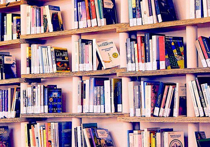 A Cannes, la insoumission emblématique d'une libraire nourrit une polémique
