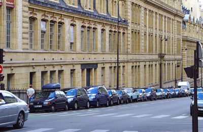 Une future suppression des places de stationnement extérieur se profile à Paris