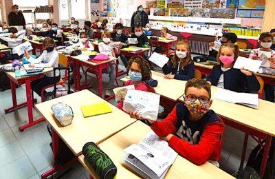 Des tests antigéniques à grande échelle auront bientôt lieu dans les écoles
