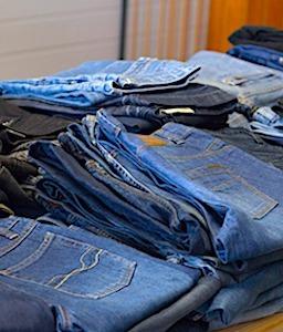 Le marché des vêtements d'occasion s'explique par des motifs économiques mais aussi éthiques