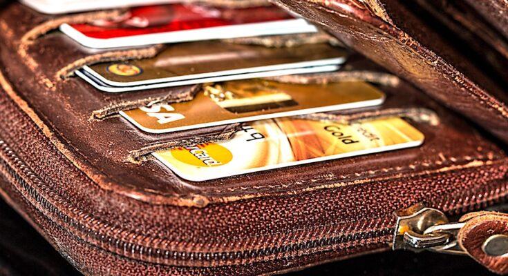 Payer par carte bancaire est devenu plus fréquent en France que l'usage des espèces