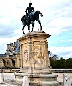 Aujourd'hui, à cause de la crise sanitaire, le Domaine de Chantilly est financièrement en danger.