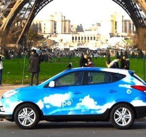 A Paris, des taxis roulant à l'hydrogène permettront de circuler de manière plus écologique.