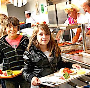 Un menu scolaire végétarien, mis en place dans les cantines lyonnaises, fait débat.