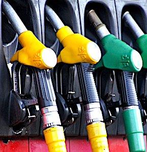 La hausse des tarifs du carburant devient de plus en plus lourde pour les automobilistes.
