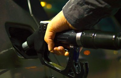 La hausse actuelle des tarifs du carburant ont fait presque retourner l'essence à son ancien prix