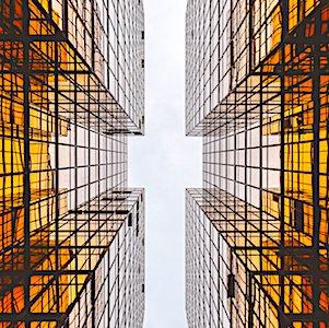 immeubles en contre-plongée qui illustrent les enjeux de la smart city