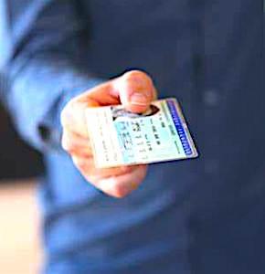 La carte nationale d'identité électronique représente une évolution importante, en terme de sécurité.