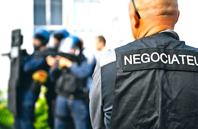 Des formations données aux maires par des négociateurs du GIGN vont leur apprendre à gérer les conflits.