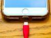 Le stress de la batterie vide, qui prive de smartphone, est fréquent chez les jeunes Français.