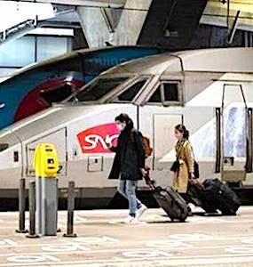 En France, la qualité de l'Internet mobile s'améliore dans les trains, les métros et sur les réseaux routiers.
