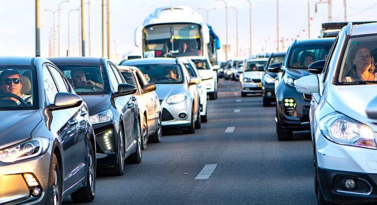 Aller au travail en voiture : une habitude suivie par sept salariés sur dix