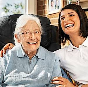Le maintien à domicile des seniors dépendants pourrait devenir une alternative à la création de nouveaux EHPAD.