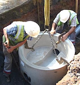 vue d'ouvriers veillant à un assainissement de l'eau à Dijon