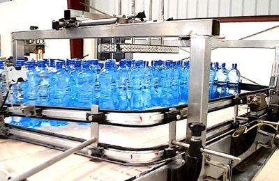 Trop d'eaux minérales sont polluées en France, d'après une récente enquête.