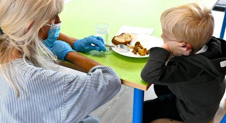 Dans les cantines scolaires, à Lyon, la viande a fait un retour partiel.