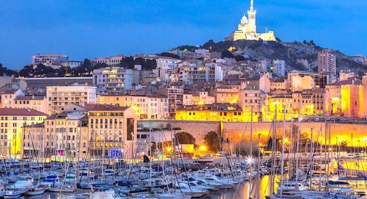 Marseille redoute un brutal afflux estival, qui se manifeste par une crainte des touristes.
