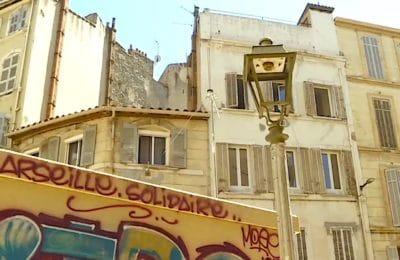 Une rénovation urbaine insuffisante stigmatise aujourd'hui le centre-ville de Marseille.