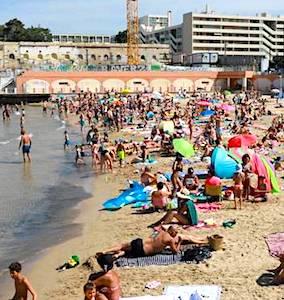 Depuis peu, Marseille redoute un brutal afflux estival. Cette inquiétude se manifeste par une crainte des touristes, s'ils devenaient trop nombreux.