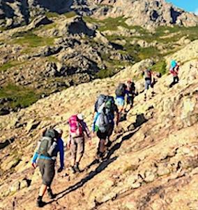 Le succès du GR20 rend cette randonnée en Corse très emblématique.