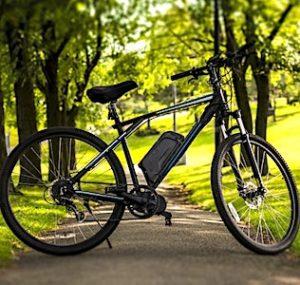 Un programme gratuit de prêts de vélos électriques a commencé à La Rochelle.