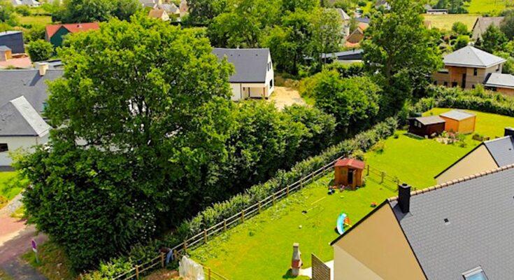 Un exemple d'écoquartier montre sa réussite dans la commune de Thèreval, en Normandie.