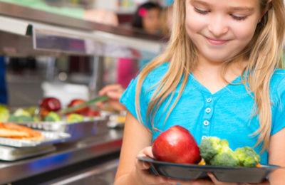 Les repas servis dans les cantines scolaires doivent maintenant respecter une législation qui risque d'être problématique.