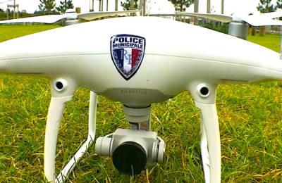 L'usage des drones policiers a suscité des réserves juridiques de la part de la Défenseure des droits, malgré un texte corrigé.