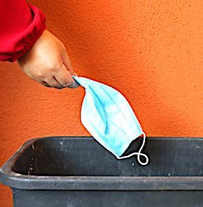 Un recyclage des masques chirurgicaux du groupe Schmidt permet de fournir des accessoires scolaires à des familles défavorisées
