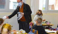 L'abandon du masque obligatoire s'appliquera bientôt dans de nombreuses écoles primaires, grâce à un taux d'incidence faible.