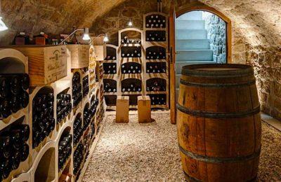 Les plaisirs des routes des vins permettent de faire de belles découvertes sur tout le territoire, bien pourvu en vignobles variés.