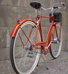 Le retour des vélos authentiques marque un renouveau des cycles artisanaux, actuellement en vogue.