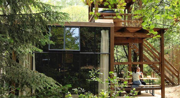 une des maisons construites dans un nouveau village forestier des Ardennes