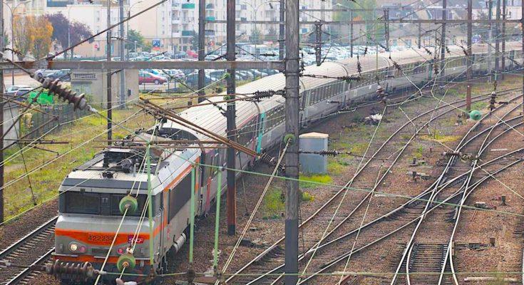 Bientôt, une nouvelle liaison ferroviaire pourrait relier la ville d'Amiens au réseau du TGV, ce qui en ferait une ville mieux desservie.